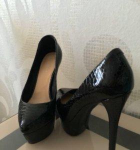 Туфли лакированные 35,5р