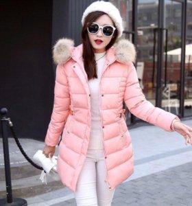 Розовая куртка с капюшоном