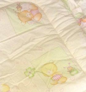 Бортики в детскую кроватку и одеяло.
