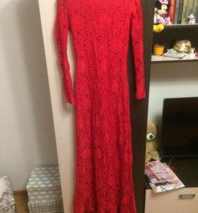 Платья костюмы