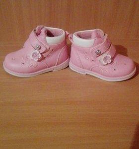 """Продам ботиночки на девочку,фирма """"Baby Go"""""""