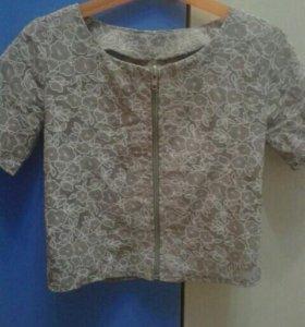 Красивая блузка с цветами.Рост 122-134