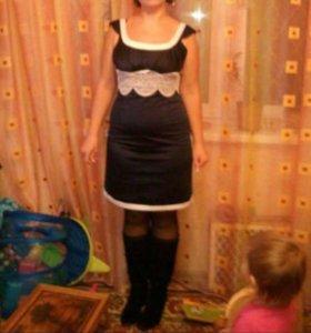 Платье атласное с кружевом