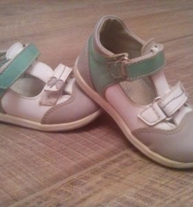 Туфли для девочек кожа,состояние хорошее размер 22