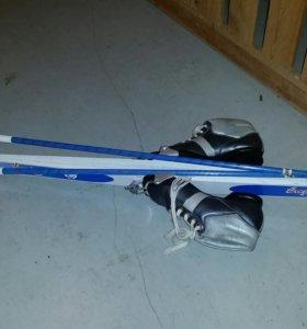Лыжи, ботинки, палки детские