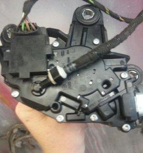 Мотор стеклоочистителя задней фольксваген тауран