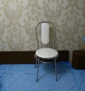 Новые стулья в упаковке, в наличии много шт