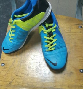 Футбольные шиповки NIKE CTR360