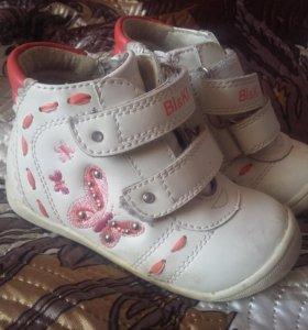 2 пары ботинок