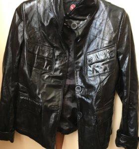Кожаная лакированная куртка