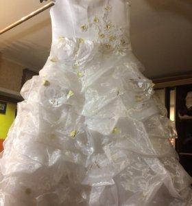 Платье пышное белоснежное