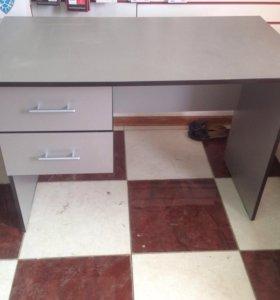 Офисный стол и стул