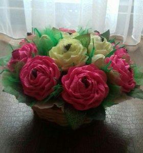 Сладкая корзиночка с розами