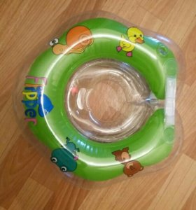 Круг для купания с погремушками.