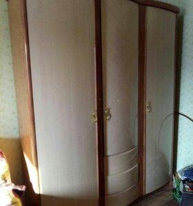 Шкаф и трюмо