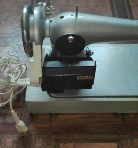 Продам швейную машинку.