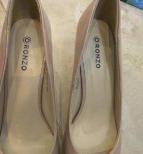 Лаковые туфли 38 р-р