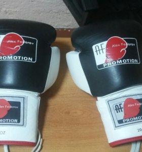 Боксерские перчатки,новые,кожа.