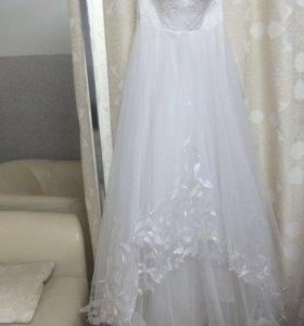 Эффектное свадебное поатье