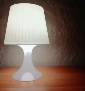 Настольная уютная лампа.