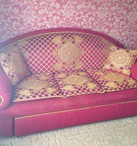 Удобный и красивый диван и кресло с пуфиками