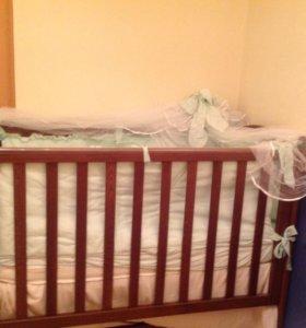 Детская кроватка и постельное белье в подарок