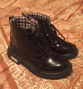 Ботинки лаковые 32 размер