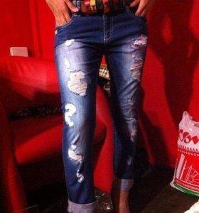Стильные женские джинсы.