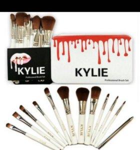 Набор кистей от Kylie