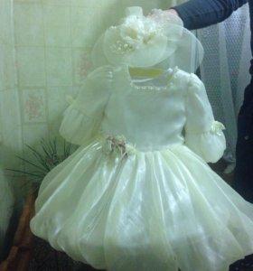 Нарядное платье со шляпкой