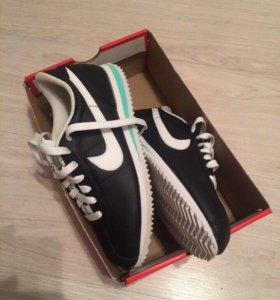 Новые кроссовки Nike,Рр 37