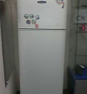 Холодильник бирюса r135