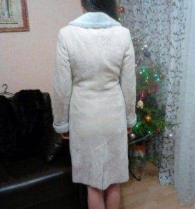 Пальто демисезонное(ворот цигейка )