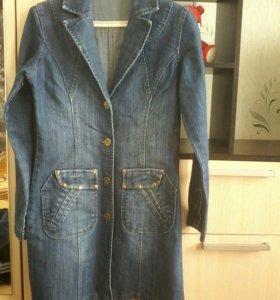Джинсовое пальто, в отличном состоянии.