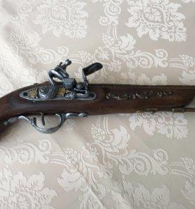 Декоративный старинный пистолет