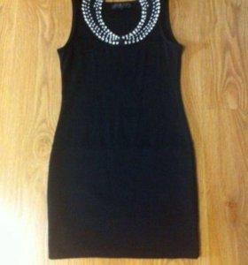 Платье черное с воротничком