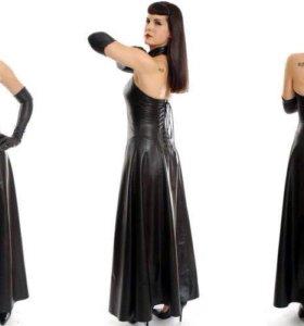 Кожаное платье со шнуровкой на спине