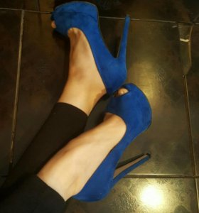 Лабутены синие яркие на каблуках
