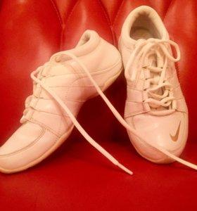 Nike кроссовки, кожа