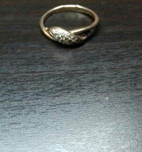 Позолоченное кольцо с брильянтами