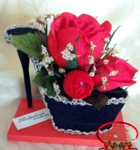 Туфелька с конфетами в цветах