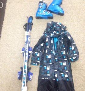 Горные детские лыжи, ботинки, палки, комбинезон