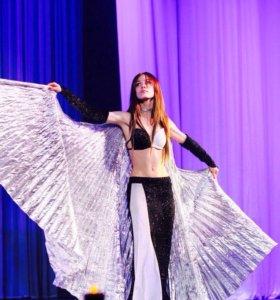 Продаются чёрные  крылья и костюм  для танца.