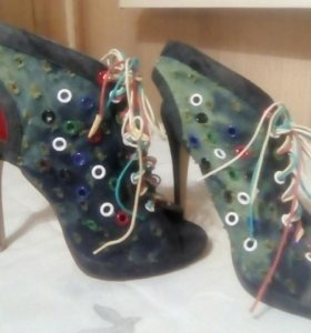 Босоножки на каблуках р36