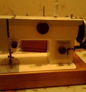 Швейная машинка б\у ручной привод.