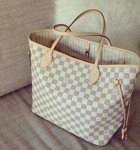 Белая сумка LV