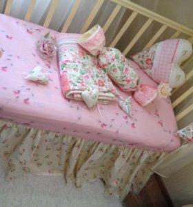 Комплект в детскую кроватку. Одеяло. Подушки