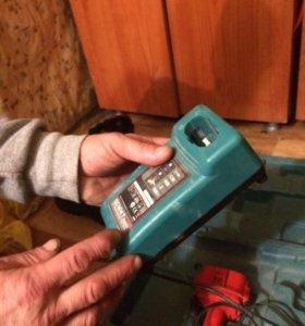 Аккумулятор и зарядное устройство в чемодане