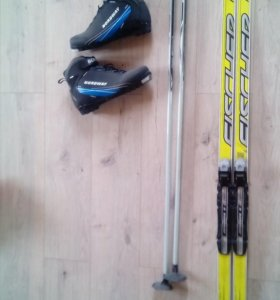 Лыжи беговые 177, ботинки 41 и 44, палки 130мм
