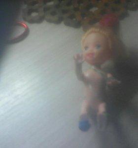 Маленькая кукла девочка